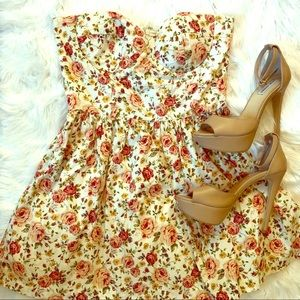Strapless floral dress 🌷🌹🌺🌹💐